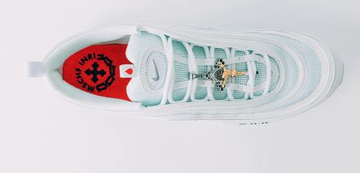 'Sepatu Yesus' Modifikasi Nike Dengan Sol Berisi Air Suci, Langsung Ludes di Pasaran