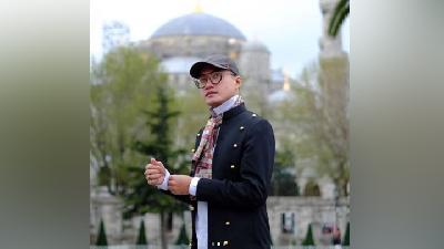 Mengenang Gaya Fashionable ala Perancang Busana Barli Asmara