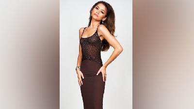 Zendaya Anggun Pakai Gaun Vintage Versace Inspirasi Fashion Berkelanjutan