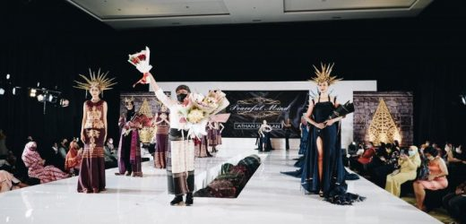 Ulos Batak tampil menawan di Indonesia Fashion Parade 2021